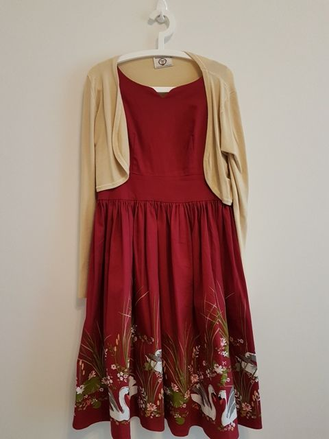 Swing Dress mit passender Strickjacke